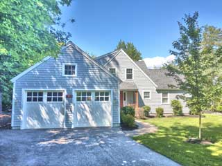 Painters Seabrook NH professional exterior house painting.